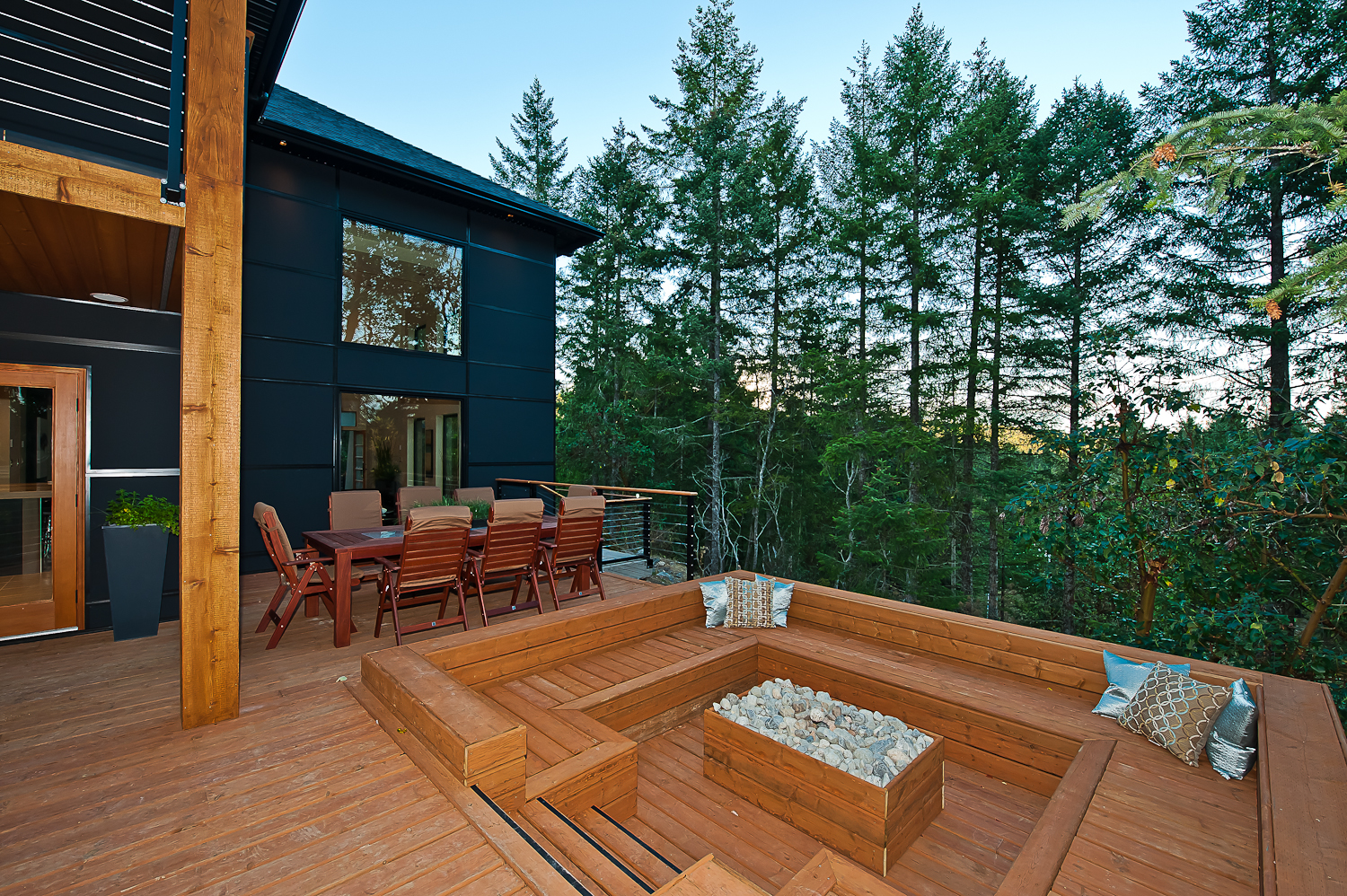 The advantages of composite decking alair homes richmond for Disadvantages of composite decking